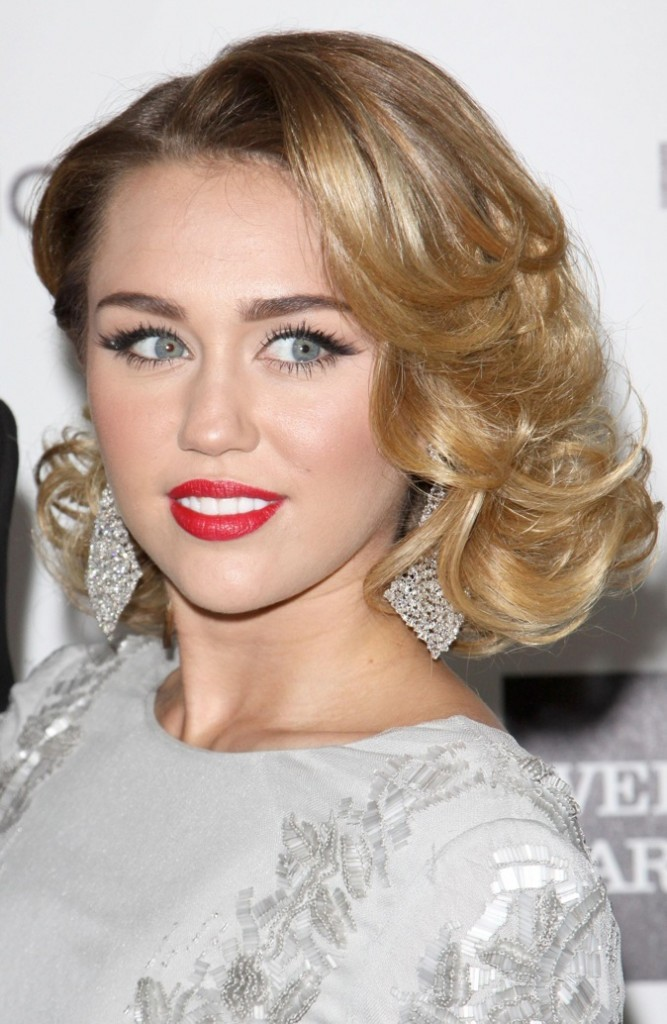 Miley Cyrus, rouge fatale !