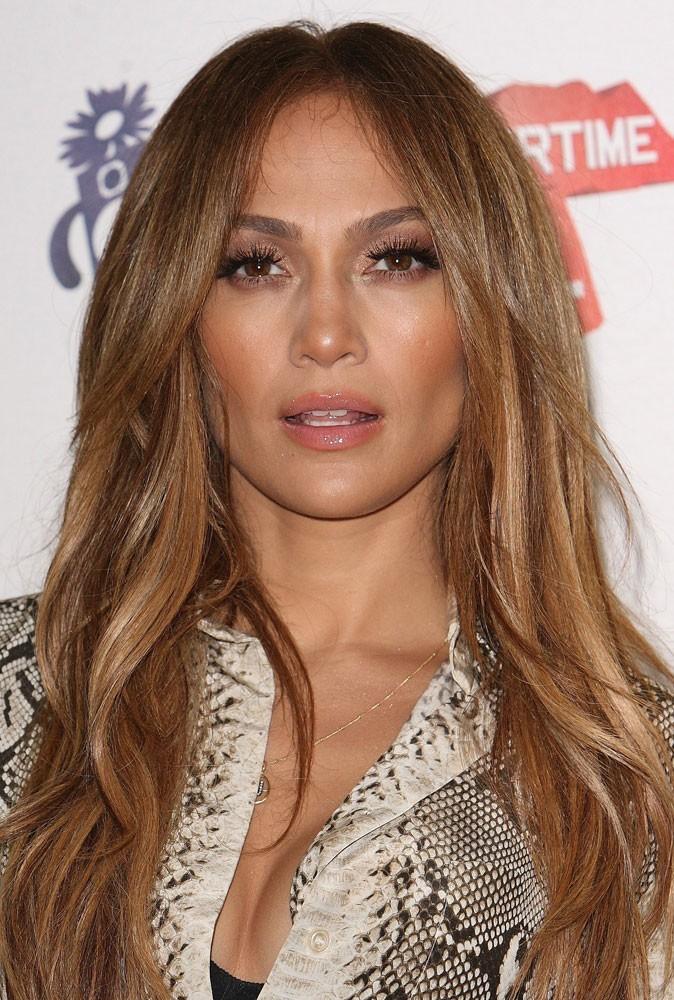 Maquillage été 2011 : Jennifer Lopez a choisi la bonne teinte de gloss, mais pas la bonne expression du visage !