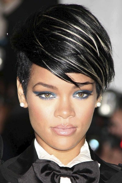 Photo : l'eye-liner bleu-vert de Rihanna