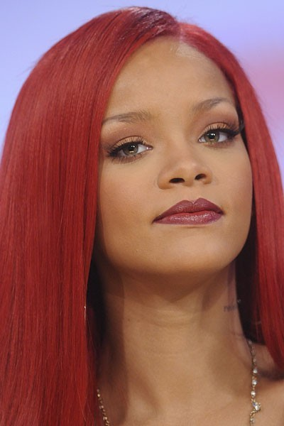 Photo : le maquillage des yeux doré de Rihanna