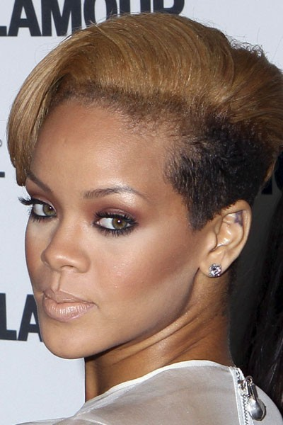 Photo : le smoky eye marron de Rihanna