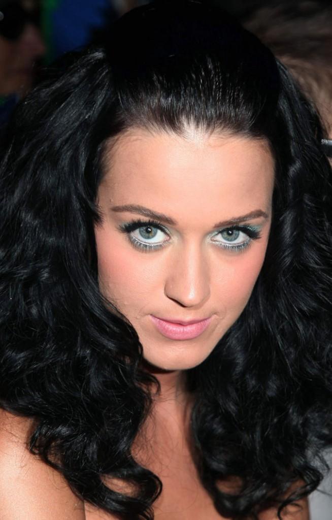 Maquillage de Katy Perry : un smoky eye blanc