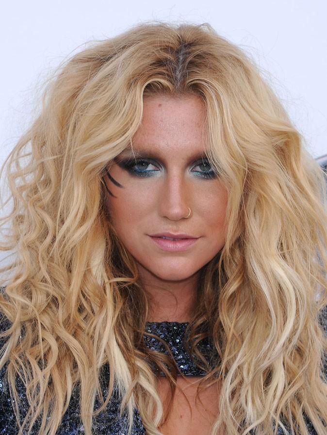Maquillage de Kesha : un smoky eye gris noir
