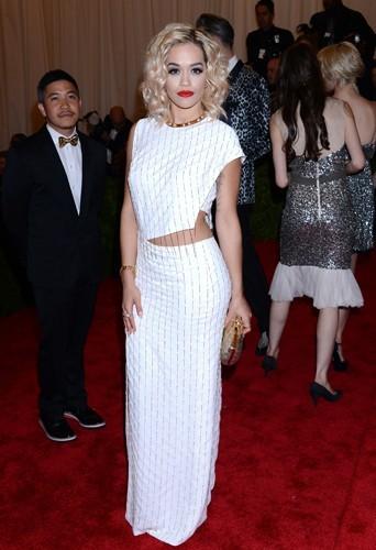 Rita Ora : 55 kg pour 1,66 m !