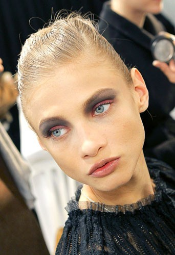 Maquillage tendance hiver 2011 :l'eye-liner fluo