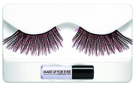Faux cils et colle, Make Up For Ever. 17,50 €
