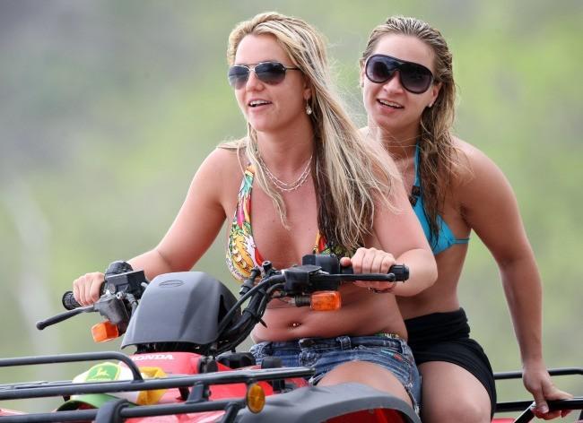C'est à nouveau le bourrelet de Britney !