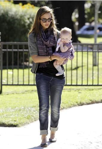 Jessica Alba 5 mois après la naissance de sa fille Haven Garner Warren.