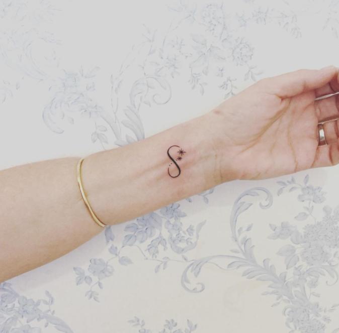 Tatouages pour le poignet : le signe de l'infini
