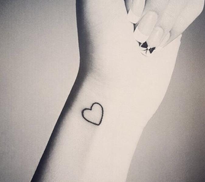 Tatouages pour le poignet : un petit coeur