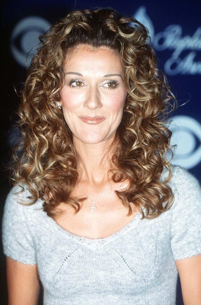 En 1999, elle mise sur les bouclettes !