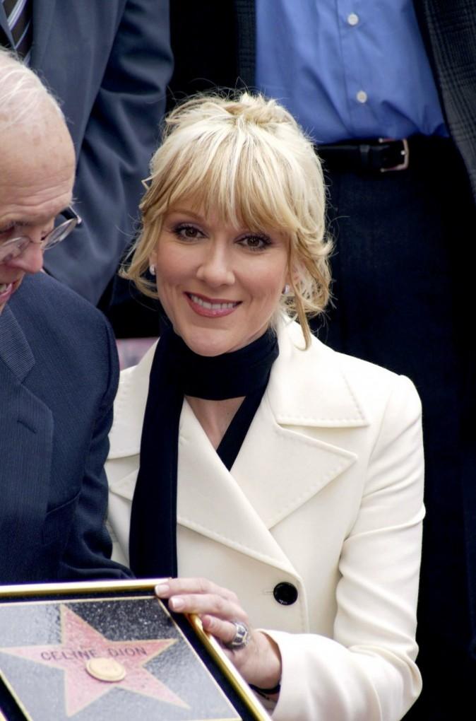 En 2004, elle est blonde et a opté pour une frange !