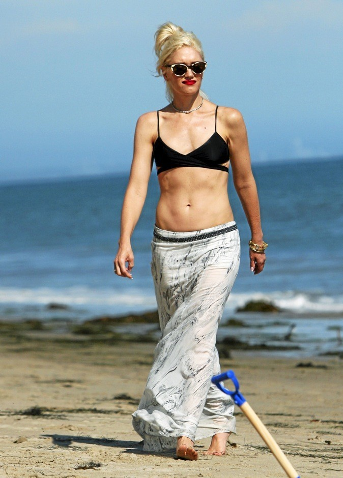 Gwen Stefani : Maquillée, habillée, bijoutée : prête pour aller se baigner !