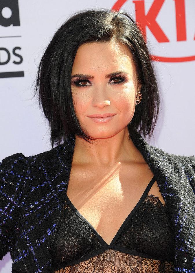 La bouche nude de Demi Lovato