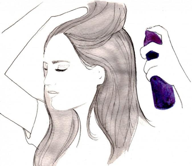 Vaporisez le spray uniformément sur des cheveux humides ou secs pour donner de la texture.