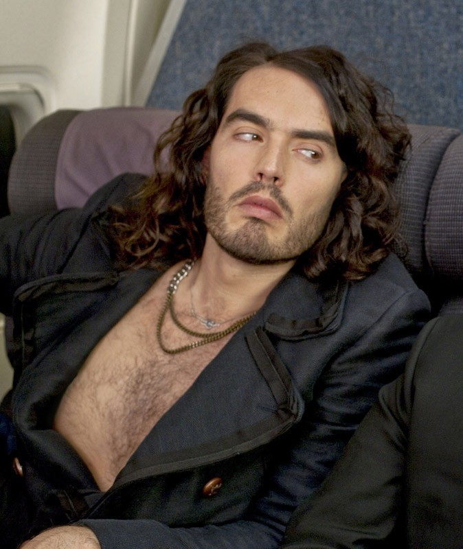 Star sexy poilue : ça crin pour Russel Brand !