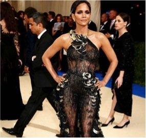 Taylor Hill, Alicia Keys, Bella Hadid... Comment se démaquiller sans démaquillant ?