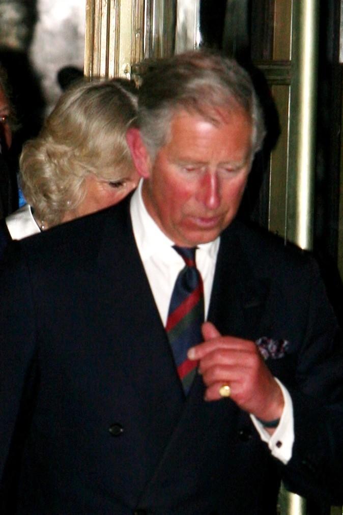 Le Prince Charles hurle de douleur !
