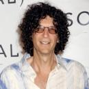 Spécial seins de stars : Howard Stern aime les grosses poitrines et le revendique