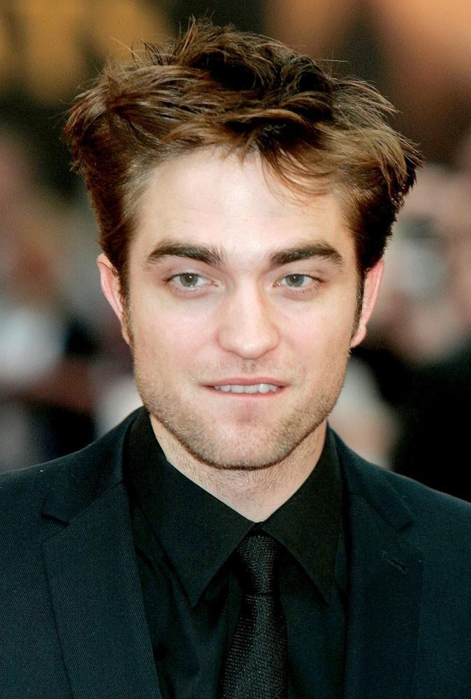 Spécial seins de stars : Robert Pattinson est mordu de petits seins !