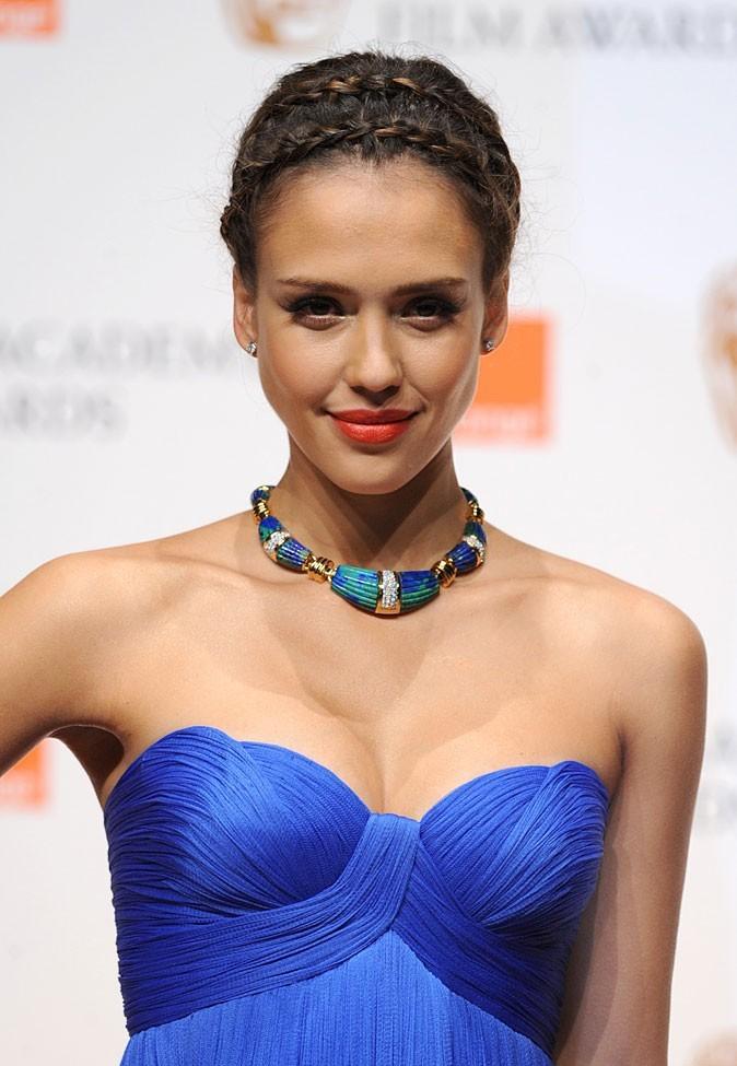Spécial seins : le décolleté sexy de Jessica Alba sur une petite poitrine
