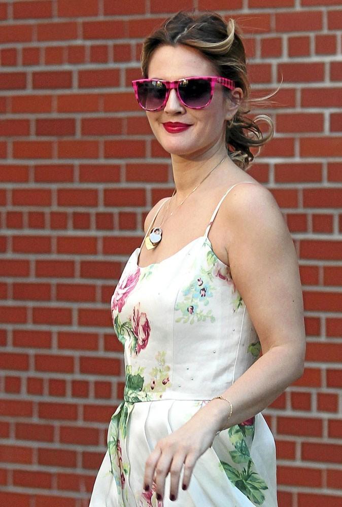 Les lunettes de soleil tendance imprimé de Drew Barrymore