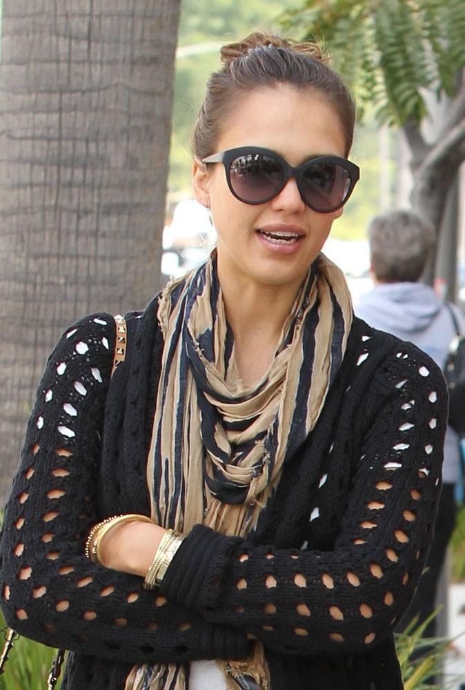 Les lunettes de soleil tendance vintage de Jessica Alba