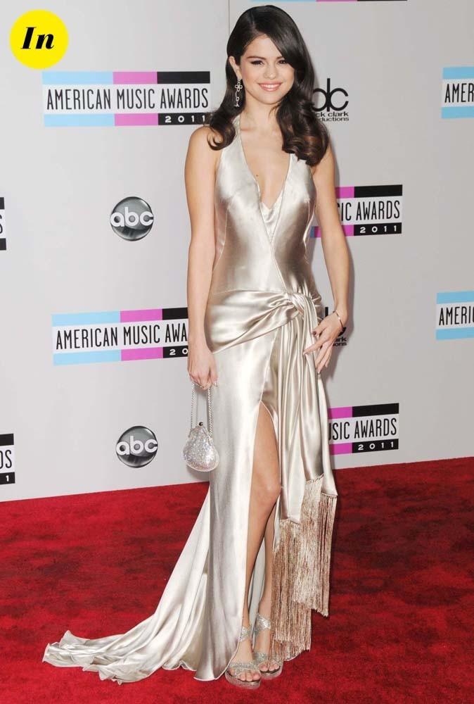 Selena Gomez en robe argentée Giorgio ArmanI