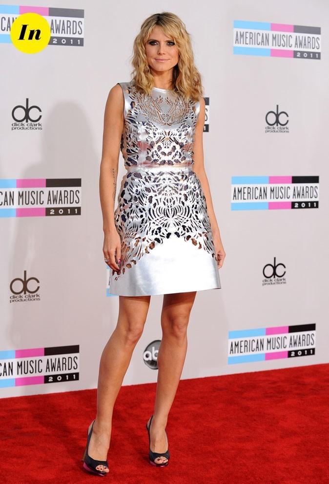 """Avec cette robe trapèze à motifs """"dévorés"""" un brin osé, Heidi frôle le fashion faux pas !"""