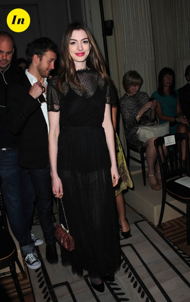 Anne Hathaway au défilé Valentino