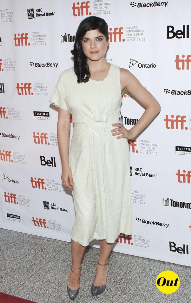 Festival du film de Toronto 2011 : la robe blanche asymétrique de Selma Blair !