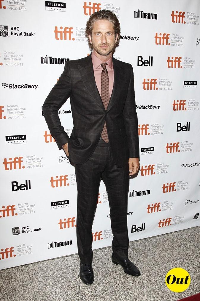 Festival du film de Toronto 2011 : le costume à carreaux et la chemise saumon de Gerard Butler !