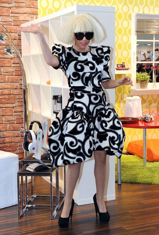 Look de Lady Gaga : une robe graphique en septembre 2009