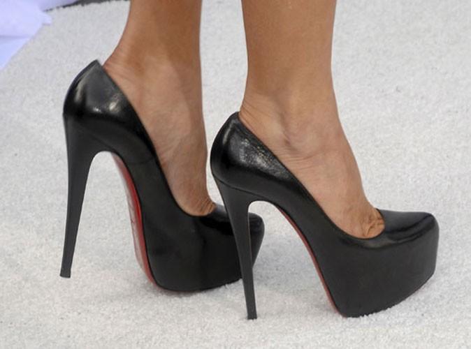 les chaussures talons des stars comment font elles pour marcher avec. Black Bedroom Furniture Sets. Home Design Ideas