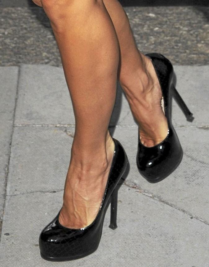 Des chaussures à talons noires vernies