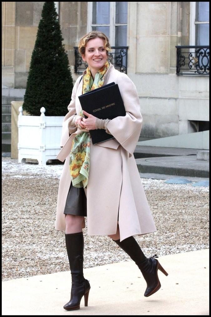 Nathalie Kosciusko-Morizet en jupe en cuir + bottes