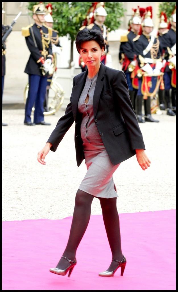 Rachida Dati en robe grise