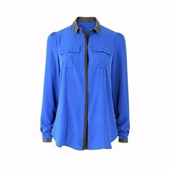 La chemise col et poignets en simili-cuir