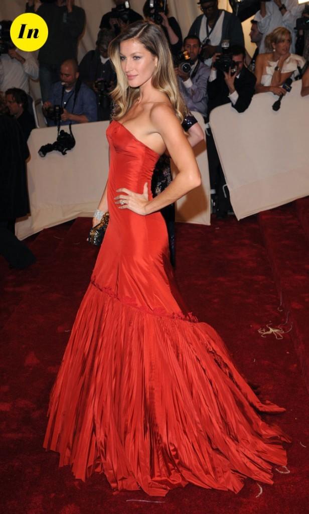 Gisele nous fait rougir dans cette robe sirène !