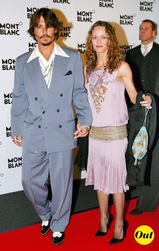 Look de Johnny Depp : costume croisé satiné et derbies vernies en 2006