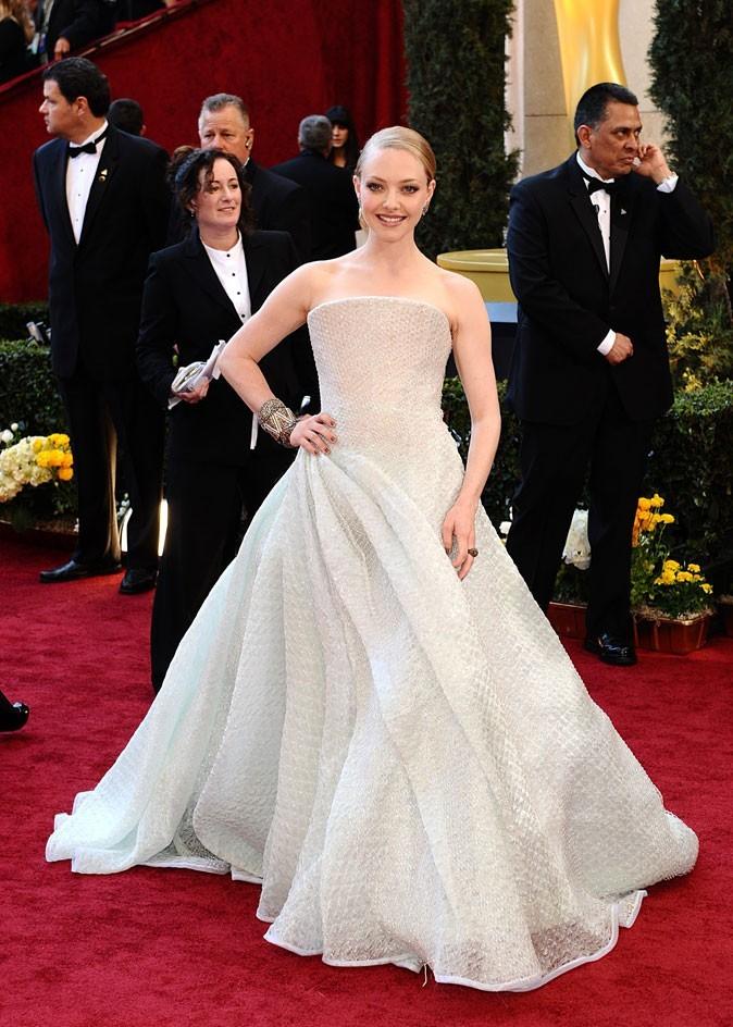 Look de star : la robe longue bustier Armani Privé d'Amanda Seyfried