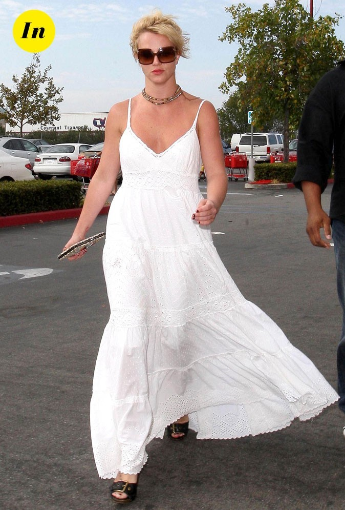 Photo : la longue robe blanche de Britney Spears