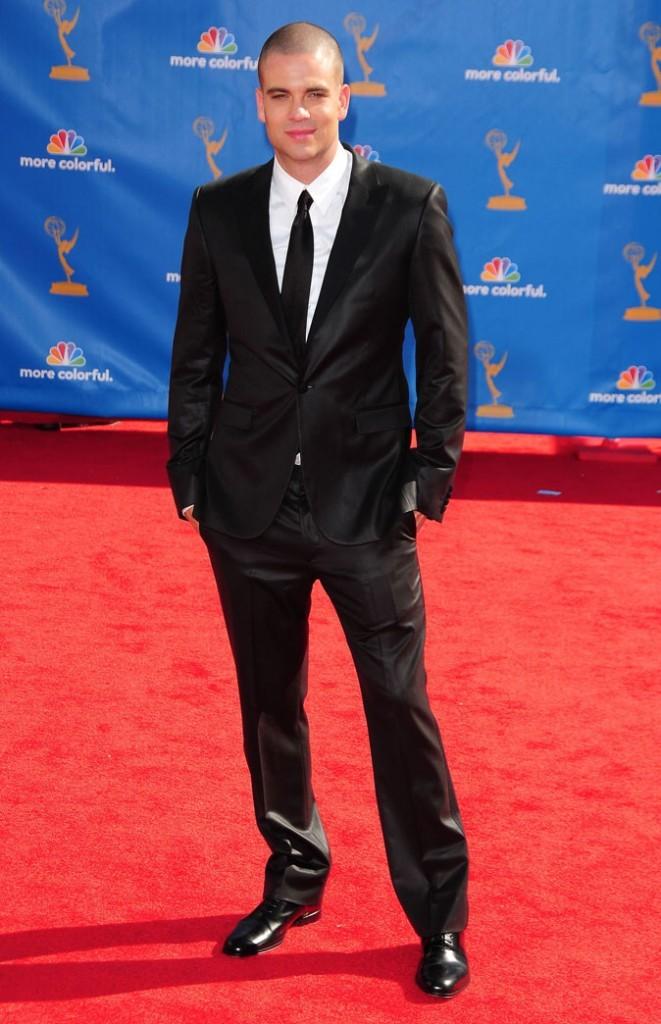 Les stars de Glee en mode glamour : le costume cravate chic de Mark Salling