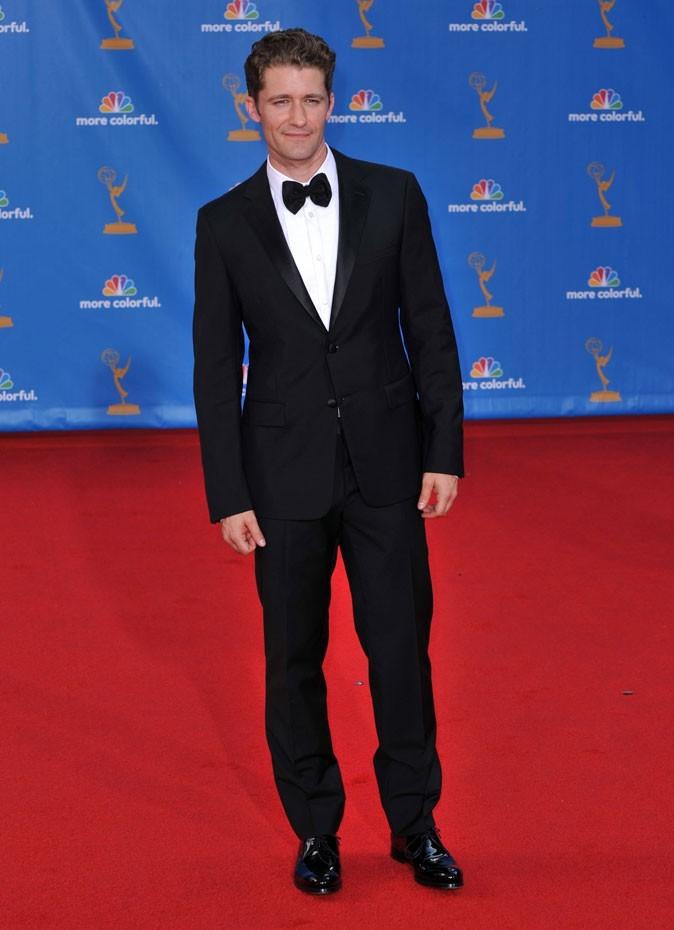 Les stars de Glee en mode glamour : le costume noeud pap de Matthew Morrison