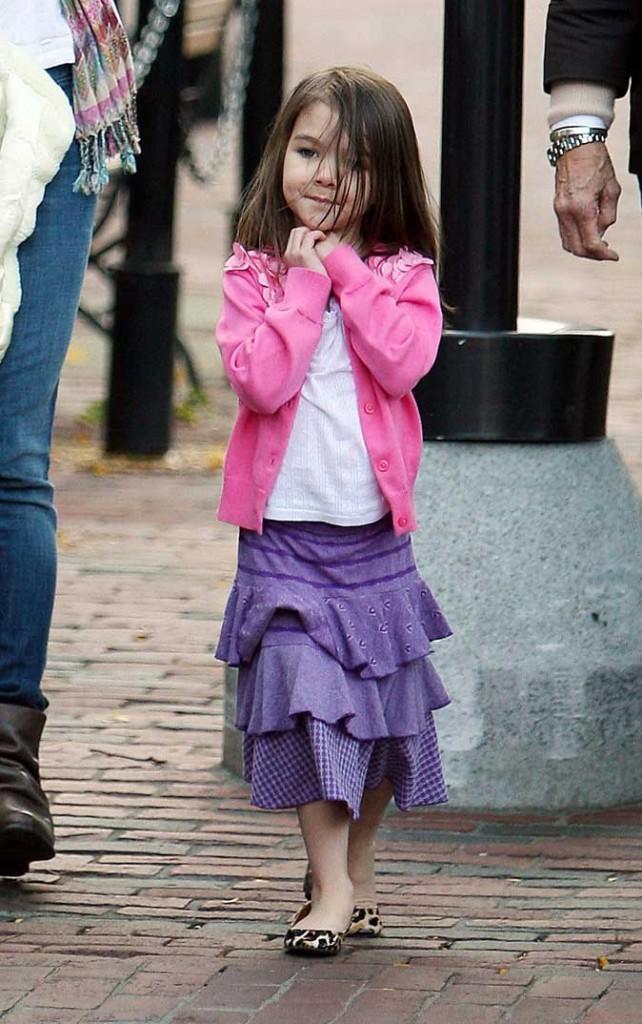 Look de star : la jupe violette à volants de Suri Cruise