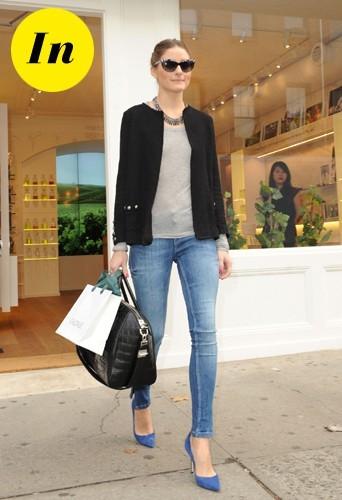 Un jean et une veste Zara, des escarpins bleus et le sac Antigona de Givenchy ? La perfection tout simplement !