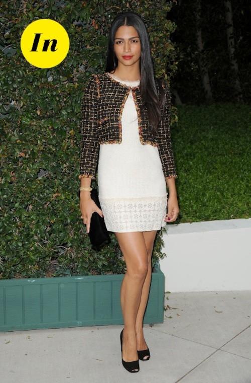 Camila Alves a trouvé le juste équilibre entre les différentes couleurs dans cette tenue ! Du blanc et une touche de couleur, c'est tout ce qu'on...