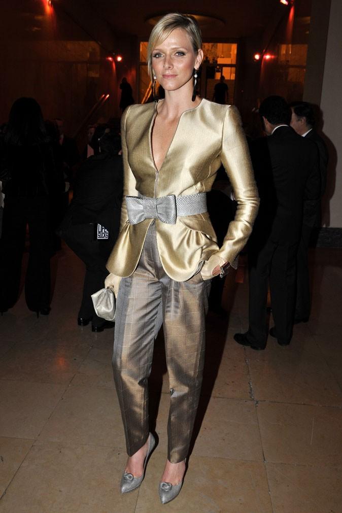 Charlene Wittstock :  un tailleur pantalon doré en janvier 2009 pendant la Fashion Week à Paris