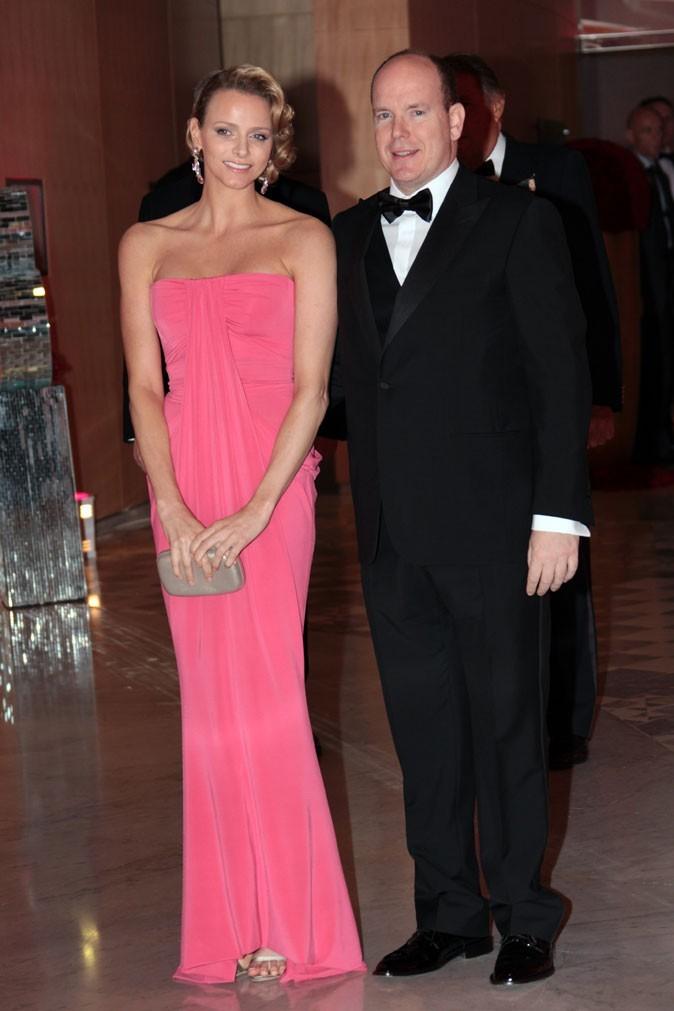 Charlene Wittstock :  une robe longue drapée rose en mai 2010