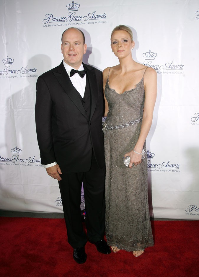 Charlene Wittstock :  une robe longue en dentelle grise décolletée en octobre 2009